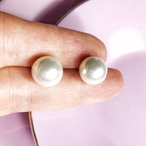 LARGE CRYSTAL WHITE PEARL STUDS